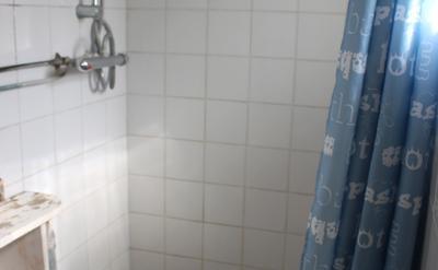 salle de douche commune