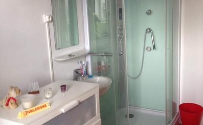 chambre avec douche - Belle petite chambre au sein d'un grand appartement duplex 170 m² que vous partager à quatre