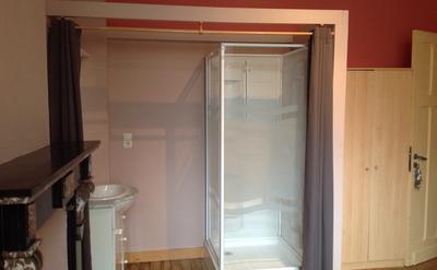 Douche et évier avec rangement - Évier, douche, rangement , miroir