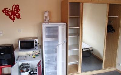 Chauffage d'appoint - frigo/congélateur - micro-ondes - garde-robe